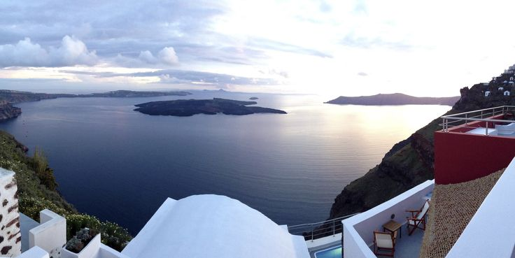 Hara's houses! Breathtaking views of the volcano and the Aegean sea!