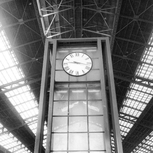 Estación Central. que está situado el centro . los boletos son de 1 dólar. Los trenes no paran de