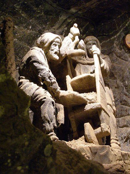 File:Bochnia kopalnia rzezby 2.jpg