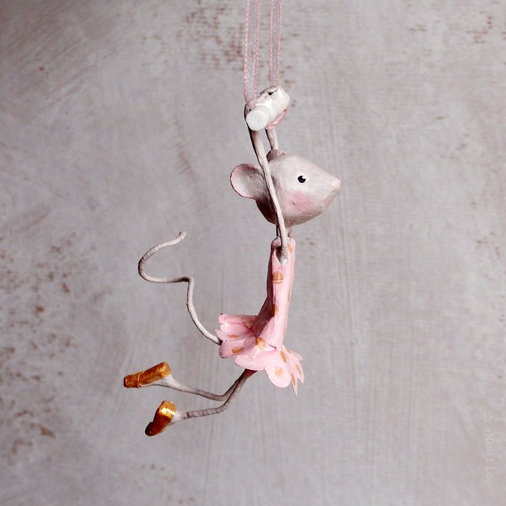Les 25 meilleures id es de la cat gorie roses de papier de - Comment accrocher un abat jour au plafond ...