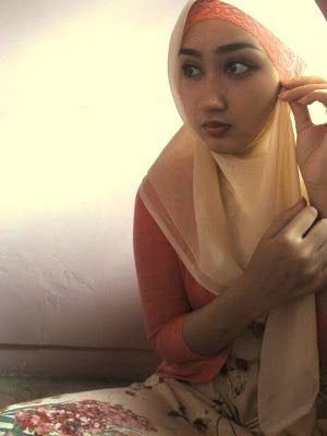 http://trendbajubusanamuslim.com/cara-memakai-jilbab-paris-ala-dian-pelangi-terbaru/