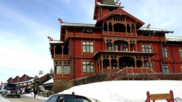 Holmenkollen Park -hotelliin jouduttiin kutsumaan poliisi riehakkaiden hiihtojuhlien vuoksi.