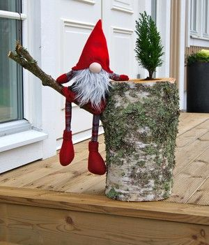 Fun for the holidays with one if our stumps!! A Dan must do!