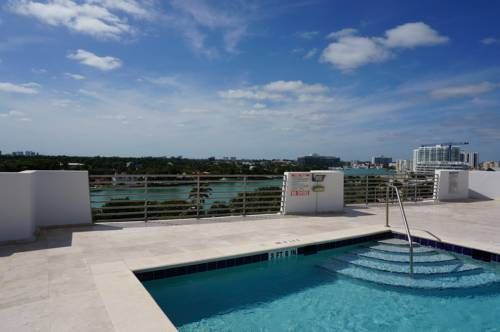 Casablanca Villas Miami Beach (Florida) Casablanca Villas is situated in Miami Beach, 6 km from Holocaust Memorial. Miami Beach Convention Center is 6 km away. Free private parking is available on site.  All units have a kitchen equipped with a dishwasher and oven.