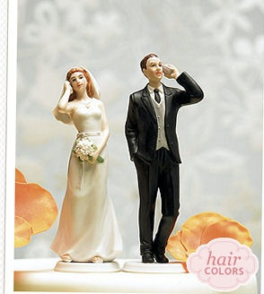Bride and groom on talking on cellphone as wedding cake toppers. SO AWESOME!