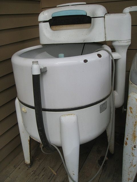 An old fashioned washing machine. Remember those?  #washing machines