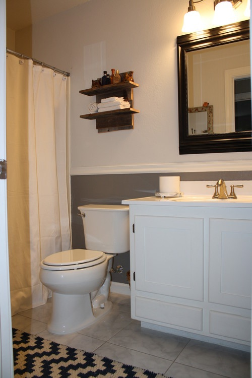Bathroom chair rail two tone go darker brown on bottom for Bathroom chair rail ideas