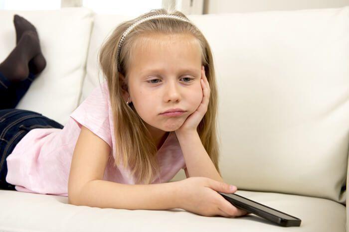 Hoe entertain jij je kinderen in de vakantie? Mijn dochter kan niet alleen spelen! Toch willen ook wij graag de beeldschermtijd beperken, maar een lang gezicht van verveling word ik ook niet vrolijk van. Tips, adviezen, kritiek, alles is welkom ;) https://www.mamsatwork.nl/wat-te-doen-in-de-vakantie/