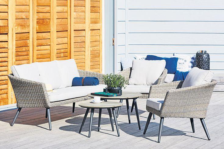 Setul de terasa VEBBESTRUP, o alegere inspirată dacă îți dorești un set de grădină elegant și confortabil. Vezi pe blogul JYSK cele mai frumoase 5 seturi de gradina ale verii!