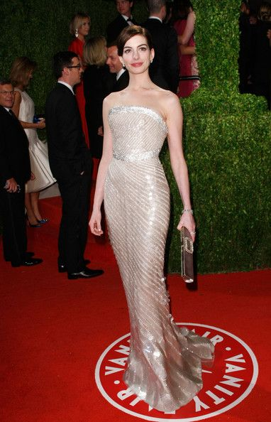 Anne Hathaway in Armani Privé , 2009 Vanity Fair Oscar Party Folks it hardly gets better than this...