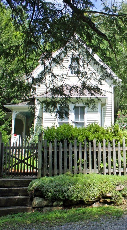 old farm house & picket fence - I want to do a picket fence around the garden to keep the dogs out. Don't you just want to sit back there on that shady porch & sip lemonade?!!