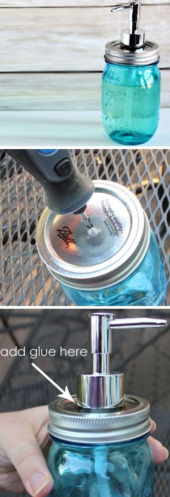 Wenn du irgendwo ein Mason Jar findest, kannst du ein Loch reinbohren und es zu einem Seifenspender umfunktionieren.