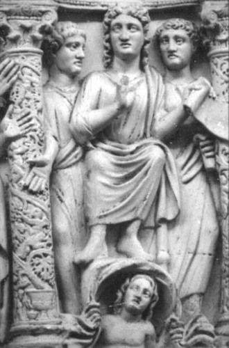 """Bassorilievo marmoreo in cui è rappresentato Cristo nella """"traditio legis"""" sopra l'allegoria del cielo. L'opera è databile intorno al IV secolo d.C, ciò si può capire dalla rappresentazione di Cristo. Infatti questo è ancora un Cristo imberbe ed estremamente giovane che pare avere le sembianze di Apollo. Inoltre nell'opera si nota ancora l' influenza del Paganesimo (es. allegoria del cielo)."""