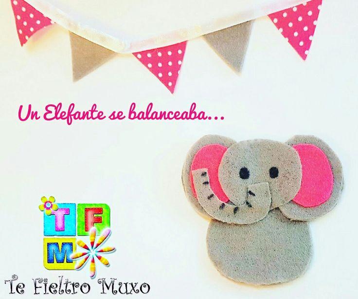 Elefante gris y rosa marioneta de dedos... mide unos 6 cm