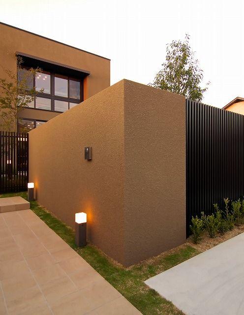 高級感あふれるエクステリア。建物にあわせたライティングで安心して過ごせる家。 #lightingmeister #pinterest #gardenlighting #outdoorlighting #exterior #garden #light #house #home #highclass #security #blindfold #privacy #gardenparty #security #safe #エクステリア #高級感 #安心 #照明 #光 #目隠し #プライバシー #ガーデンパーティー #セキュリティ #安全 #家 #庭 Instagram https://instagram.com/lightingmeister/ Facebook https://www.facebook.com/LightingMeister