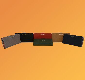 Tanti colori per il portafoglio con i classici fiorellini colorati all'interno. Scopri tutto qui: https://www.amazon.it/s/ref=sr_pg_1?me=AMVJO3UPU429R&fst=as%3Aoff&rh=p_4%3ANaj+Oleari&ie=UTF8&qid=1476366146