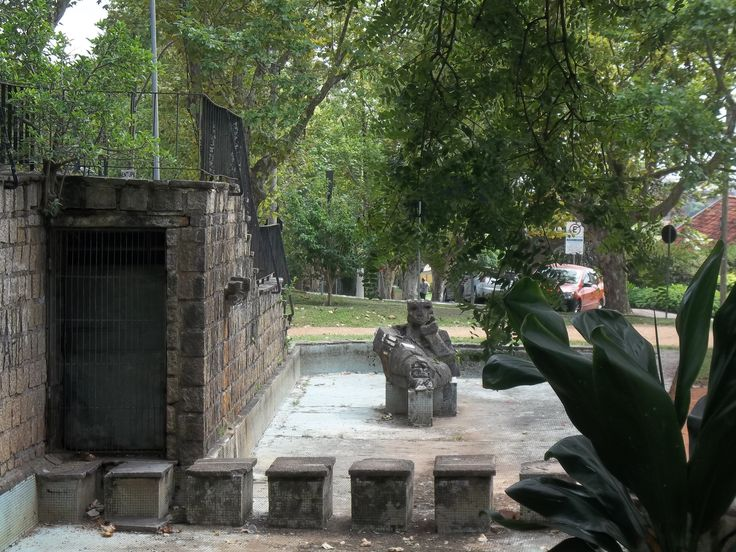 Praça do Japão localizada em Porto Alegre, Rio Grande do Sul, Brasil. Homenagem as vítimas de Hiroshima e Nagasaki no Japão. Monumento a paz e a compreensão entre todos os povos e nações.