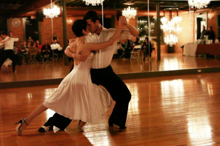 Argentine tango dancers, white dress. Tango video: https