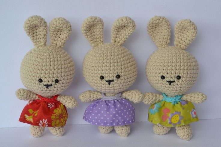 bunnies  free pattern http://esunmundoamigurumi.blogspot.com/2013/02/patron-gratis-coneja-de-pascua.html