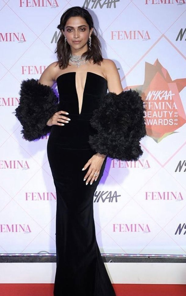 Deepika Padukone Looks Ethereal As She Graces Red Carpet Of Nfba 2020 Hungryboo In 2020 Bollywood Outfits Purple Bodycon Dresses Bollywood Actress Hot