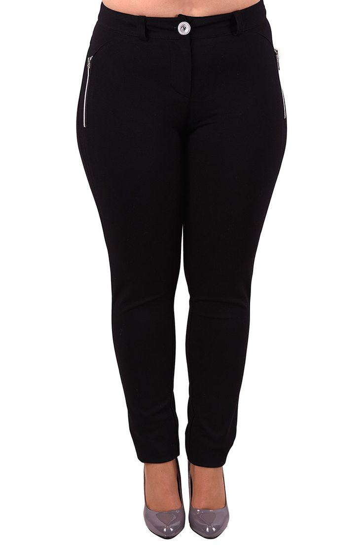 Nohavice sú ušité z vysoko kvalitnej látky, vpredu sú nohavice hladké, vzadu dve vrecká. Predné vrecká na zips sú falošné. Dôležitým a teda dizajnovým prvkom sú výrazné zipsy na falošných vreckách. Na bokoch majú nohavice vsadky.  Tieto nohavice sú kvalitným kúskom do šatníka každej moletky, skvelo ich skombinuješ s tunikou alebo blúzkou, rovnako dobre budú vyzerať k športovému saku alebo cardiganu. Minimálne jedny čierne nohavice v šatníku, to je základ:)  Dodanie cca 10-15 pracovných d...