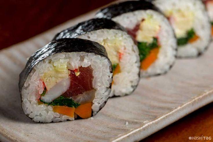 Makizushi Veja mais tipos de sushi em > http://hashitag.com.br/tipos-de-sushi/