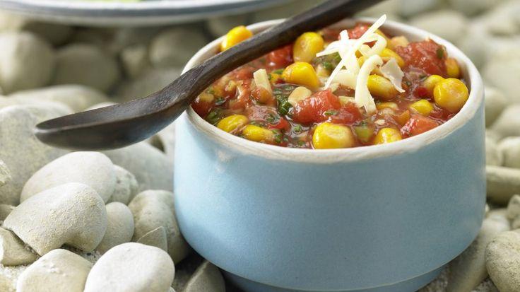 Perfekt zum Dippen: Paprika-Mais-Dip mit Käse und Schnittlauch | http://eatsmarter.de/rezepte/paprika-mais-dip