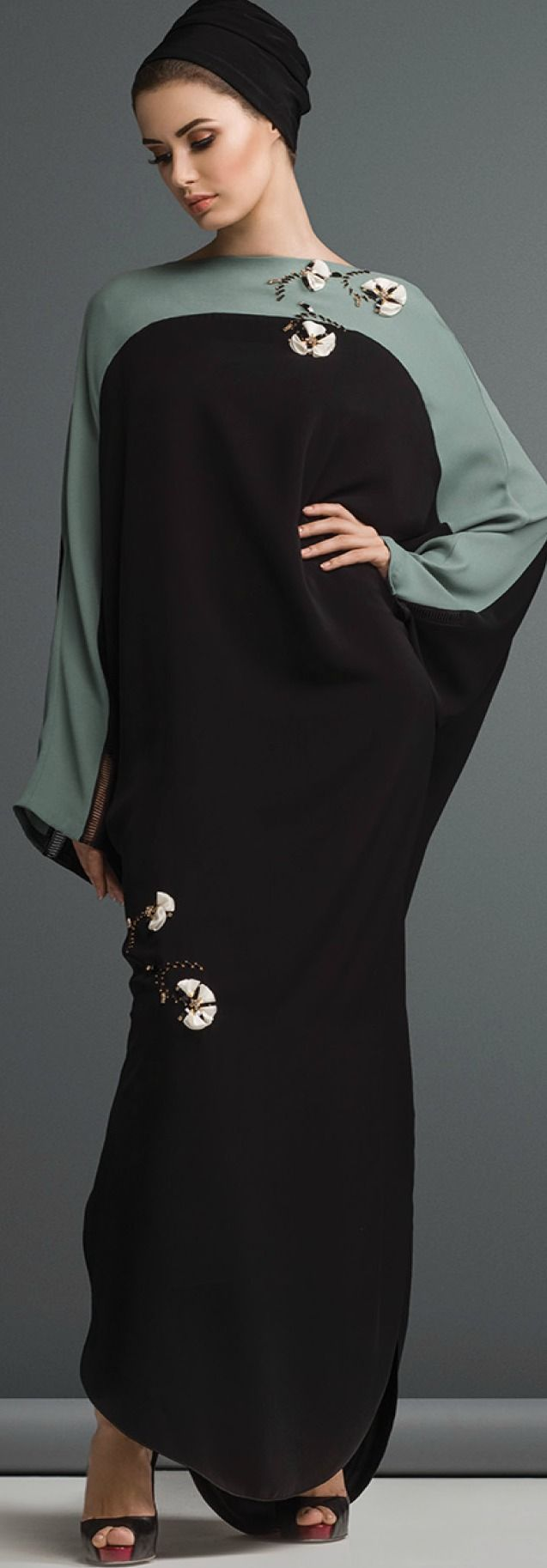 Mauzan abaya.Color blocking + Embellishment of flower with crystal and beads