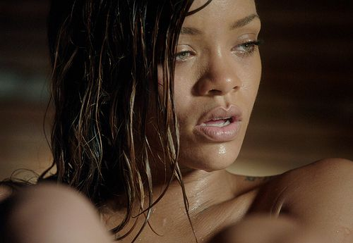 Music review--The breathtaking Rihanna in Stay…