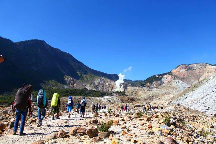 Dalam mendaki Gunung Papandayan untuk pemula