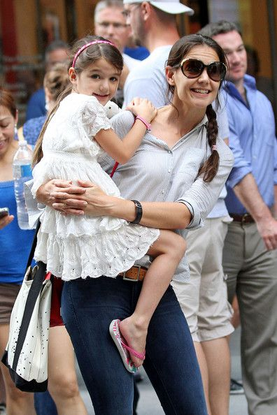 Katie Holmes and daughter Suri flash smiles as they wait for a cab after enjoying a day of fun at the MOMA museum in NYC. Suri, who was fresh from a holiday at Disney World in Florida with dad Tom Cruise, dropped her stuffed animal and had to collect it near the busy street.: Celebrity Photos, Celebrity Kids, Daughters Suri, Celebs Kids, Suri Cruises, Stuffed Animal, Hair Color, Katy Holmes, August 2012