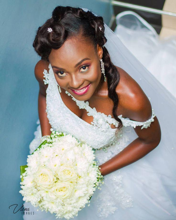 It was lit last weekend with Jess & William #Wilyem #themoment #thebride #ghanadiaries #ghanabride #weloveghanawedding #naijawedding #ahoufebridal #ghweddings #bellanaija #idoghana @ghanawedding @idoghana  @weloveghanaweddings @ahoufebridal Photography: @vlens_images  Video: @control motion Mua: @ob_session_  Wedding dress: @purple_illusions_1