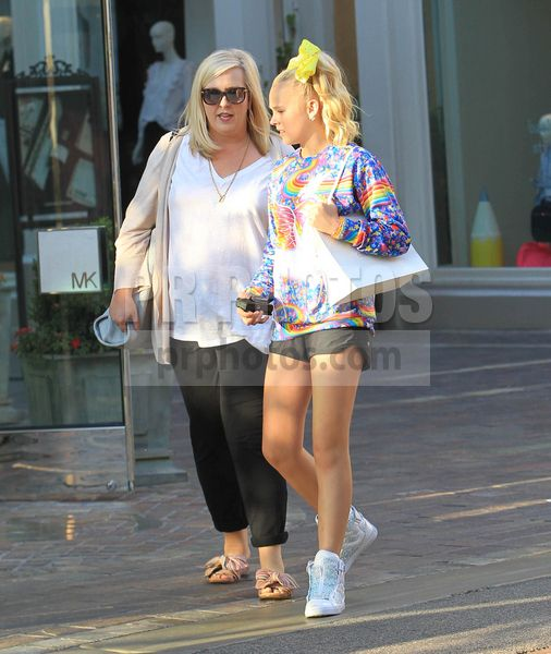 JoJo Siwa and Jessalynn Siwa Sighted in Hollywood on September 5 2017