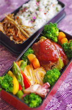 日本人のごはん/お弁当 Japanese meals/Bento きんぴらごぼう ・ピーマンの肉詰め ・にんじんグラッセ ・塩茹でブロッコリー ・ハムとチーズの卵焼き ・アスパラと赤&黄パプリカのソテー ・イカとネギのごま油炒め