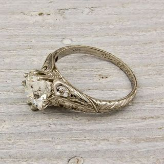 I can't explain how much I love antique rings! <3