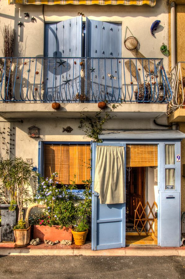 Fisherman house in Sète, France - The unpretentious port of Sète, offers a sensuous taste of the unspoiled Mediterranean.