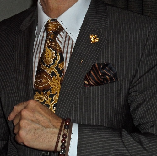 Hugo Boss brown pin-stripe suit, Gömlek shirt, Zanetti tie