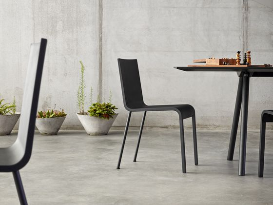 The aesthetic hallmark of the .03 chair is its sleek, slim shape – a design that can be seen as an expression of the concept 'less is more'.