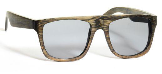 La riscoperta di un materiale antico e nobile come il legno, passa anche attraverso l'uso di oggetti di uso quotidiano: gli occhiali, ad esempio. Oggetto che fa parte di ogni persona che li porta, diventano quasi una caratteristica e un elemento distintivo.