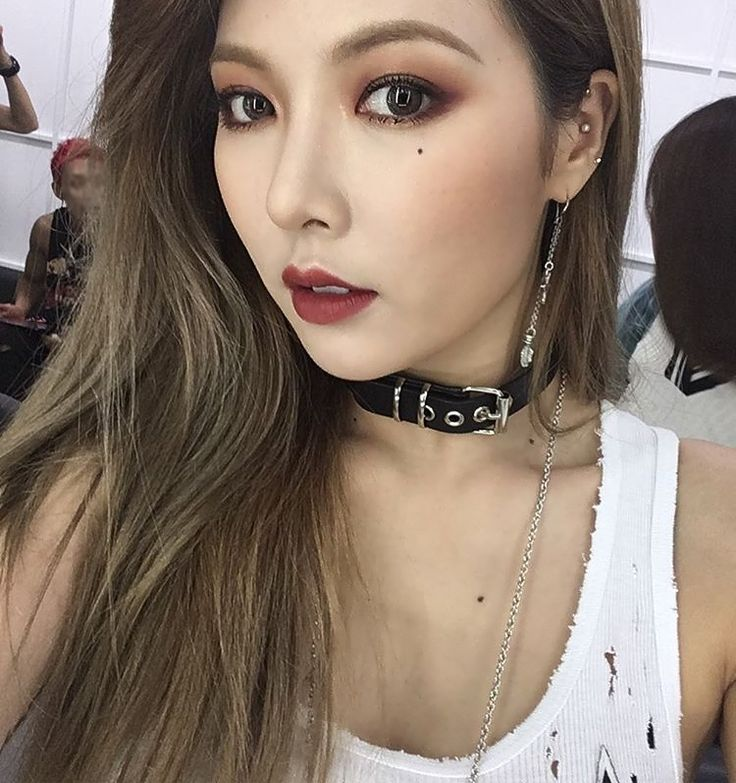 I really like chokers but I haven't any single one T-T hyuna