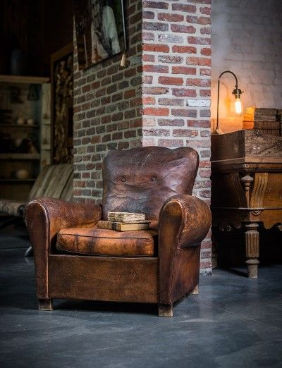Add some character oude authentieke lederen eenzit old leather sofa small leather one - Lederen sofa zitter ...