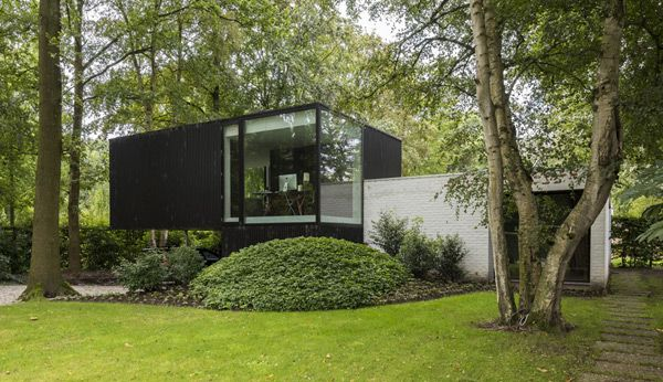 Extension of a modernist house modern addition mid century for Mid century modern residential architecture