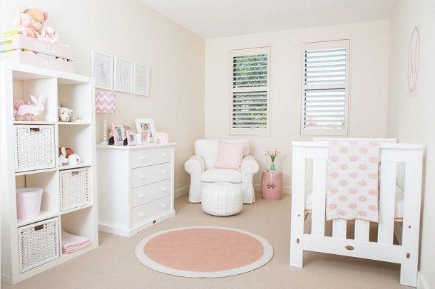 Нежно персиковый оттенок в интерьере для новорожденной девочки