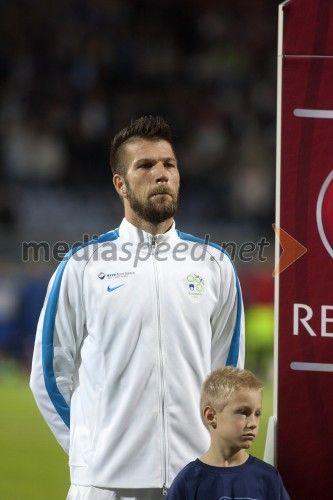 Boštjan Cesar, nogometaš, Chievo  http://www.mediaspeed.net/skupine/prikazi/11009-slovenska-nogometna-reprezentanca-premagala-svico-v-ljudskem-vrtu