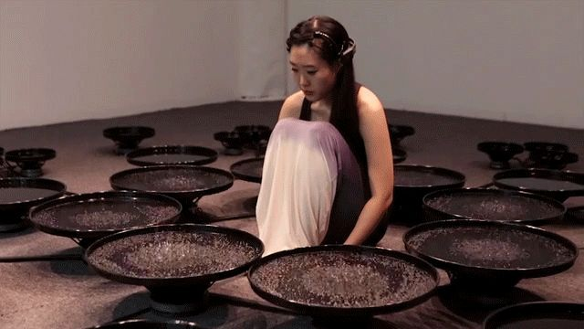 Artista Manipula 48 piscinas de água com sua mente | The Creators Project