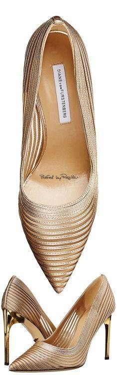 ✦ The Socialite's Shoes {a peak into Ms. Socialite's shoe closet. Please don't drool} ✦ Regilla