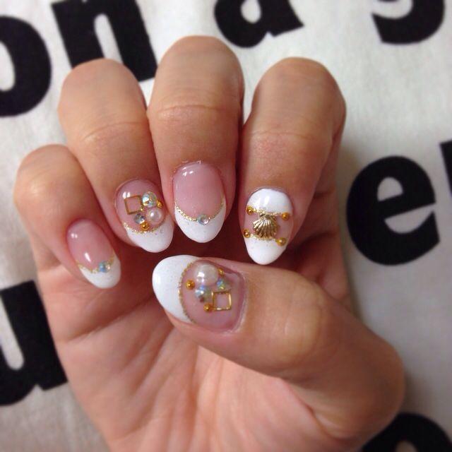 #shell #white nail