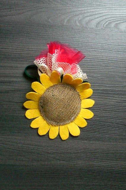 Girasole con molletta: fermatenda o segnaposto, per agganciare gli asciugamani in cucina o nel bagno, un'idea simpatica e solare