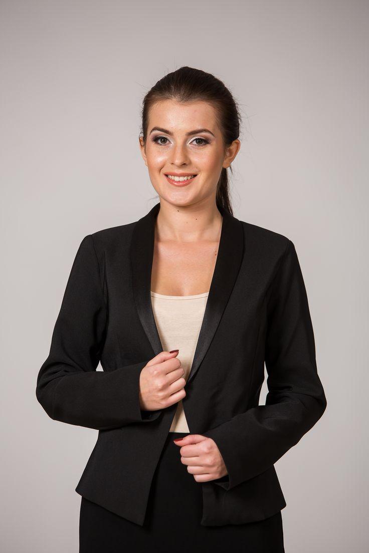 Sacou negru cu rever satinat. Îl găsești pe www.dames.ro