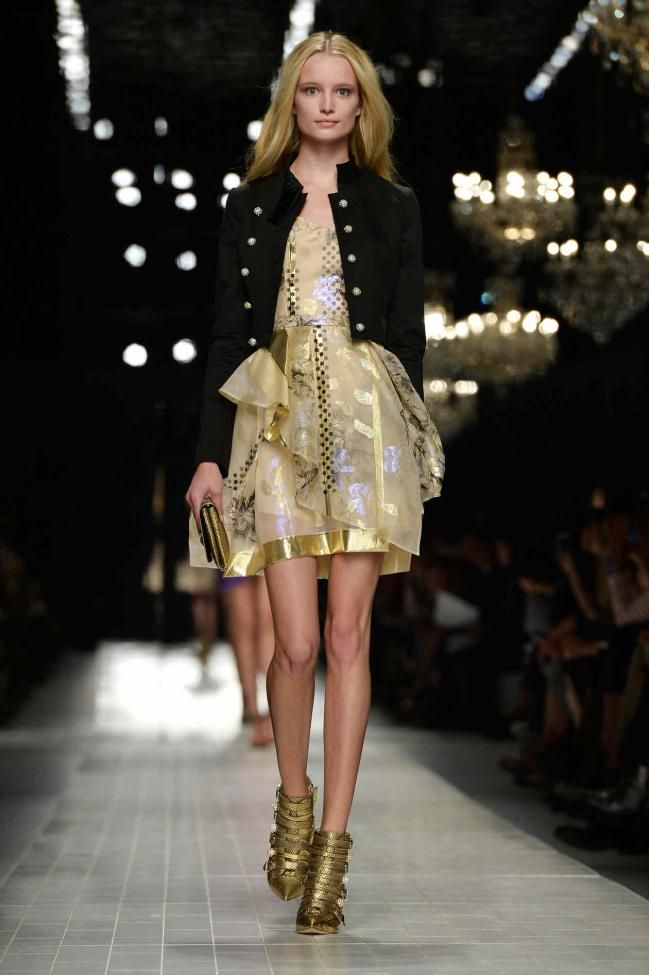 5 vestidos cortos color dorados para brillar en la noche - http://vestidosglam.com/5-vestidos-cortos-color-dorados-para-brillar-en-la-noche/